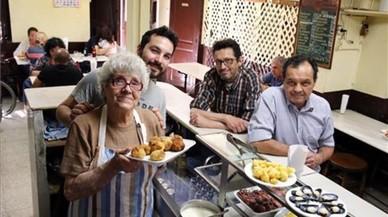 Palmira, Guillem, Josep Maria y Magí Solé,en La Cova Fumada.