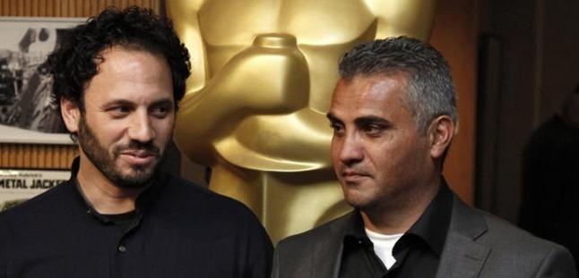 El director palestino Emad Burnat, aspirante al Oscar, es interrogado en la aduana de Los �ngeles