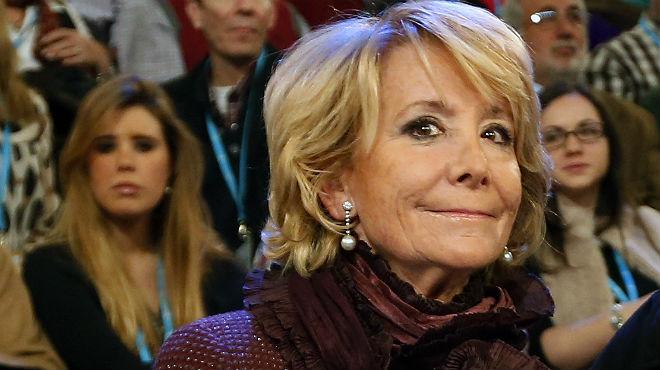 La líder del PP de Madrid estudia denunciar a los agentes.