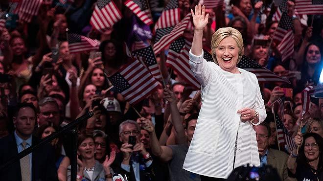 Hillary Clinton s'arroga el seu lloc en la història