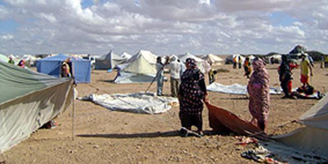 Los saharauis acampan en masa contra la ocupaci�n marroqu� del S�hara Occidental
