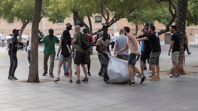 Detingut un manter per agredir un guàrdia urbà a la Barceloneta