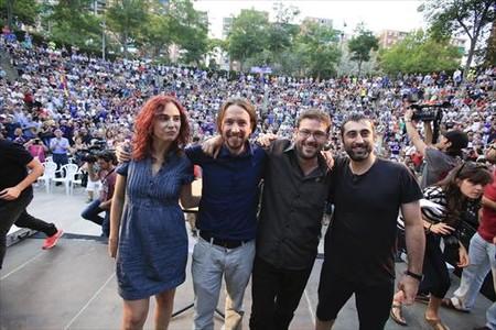 Los dirigentes de Podemos Gemma Ubasart, Pablo Iglesias, Albano Dante Fachin y el edil de Guanyem Badalona en Com�, Javier L�pez, este jueves, 25 de junio, en Badalona.
