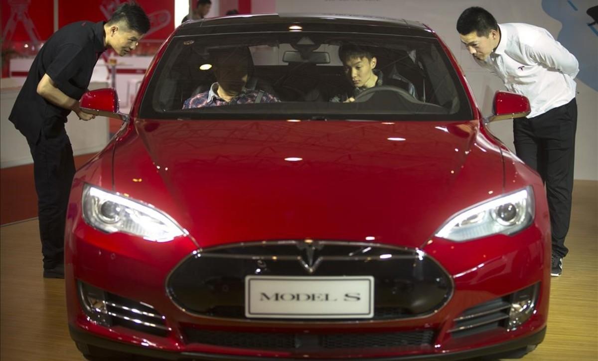 Tesla llama a revisión a unos 53.000 Model S y Model X por un defecto en el freno de mano