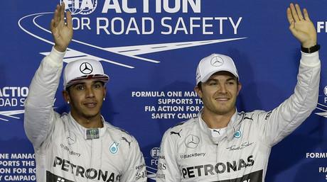Nico Rosberg (derecha) y Lewis Hamilton, tras la calificaci�n del GP de Abu Dabi