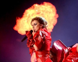 Lady Gaga, en un momento de su actuación en Inglewood (California).