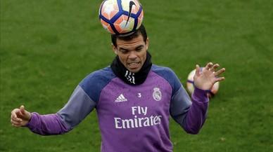Pepe, en un entrenamiento del Madrid.