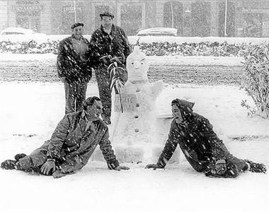 El recuerdo de la gran nevada que sumi� a BCN en un doble y congelado silencio cumple 50 a�os