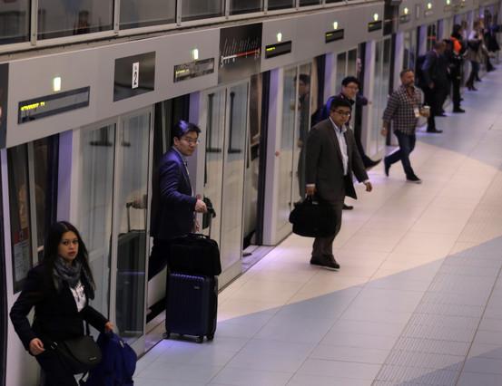 Muere una 'mula' al rompérsele una cápsula de coca en el metro del aeropuerto de Barcelona