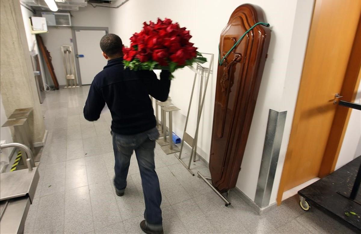 Barcelona creará una empresa funeraria pública para rebajar el precio de los entierros