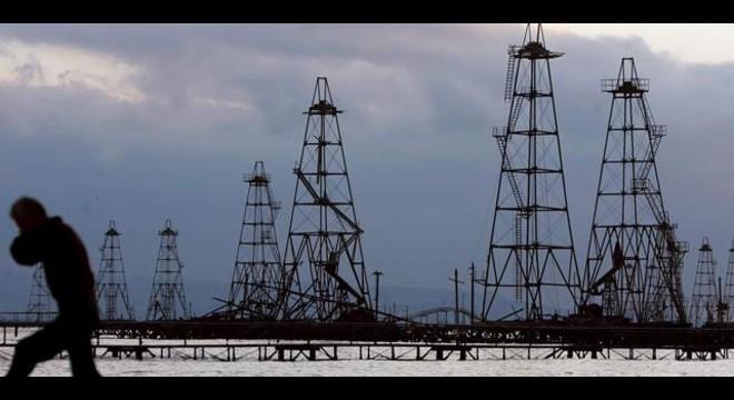 Moren 32 treballadors en l'incendi d'una plataforma petrolífera al Caspi