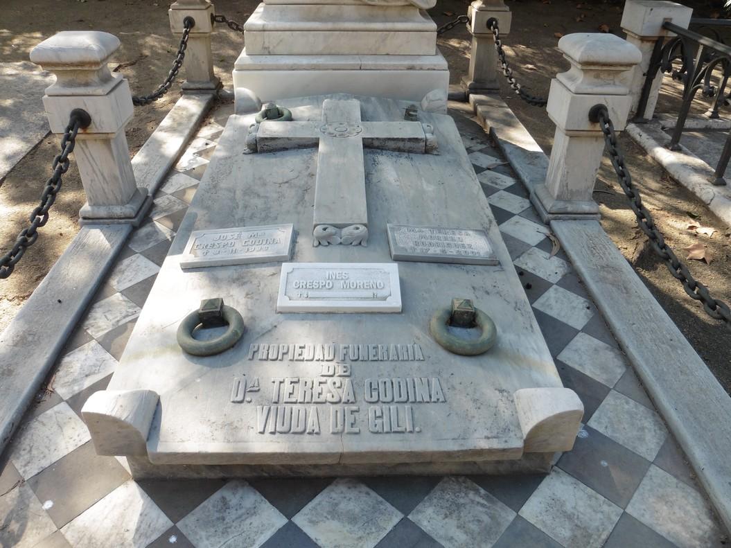 Una l�pida misteriosa al cementiri de Montju�c
