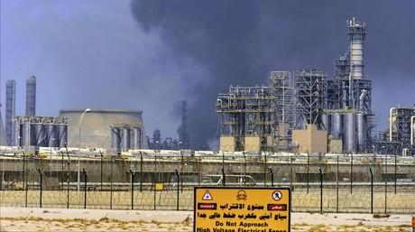 Una refiner�a de petr�leo en Kuwait.