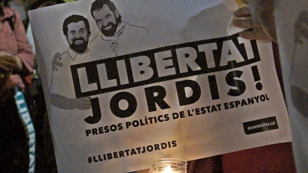 Espelmes que reclamen llibertat per a Jordi Sànchez i Jordi Cuixart