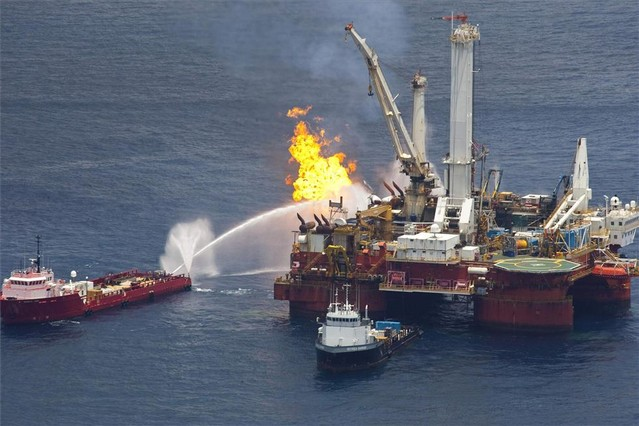 Imagen del incendio en la plataforma Deepwater Horizon, en el golfo de México, en el 2010.