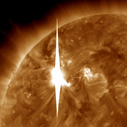 Llamarada solar en dirección a la Tierra, en una imagen de la NASA difundida este miércoles.