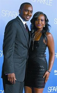 Bobbi Kristina Houston y su hermanastro y prometido, Nick Gordon.