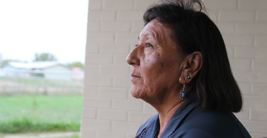 Mary Jane P�jaro en Tierra, trabajadora social en la reserva crow