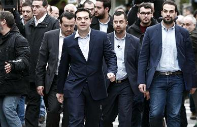 Tsipras se rodea de economistas y ni una mujer