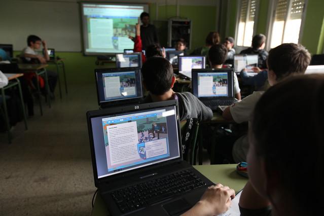 Ordenadores en un aula de un colegio de Terrassa, en una imagen de archivo.