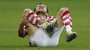 rpaniagua34457632 croatia s ivan rakitic lies on the pitch in pain during the 160628181858