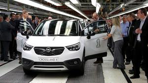 Celebración del inicio de la producción del nuevo Crossland X en su planta de Zaragoza