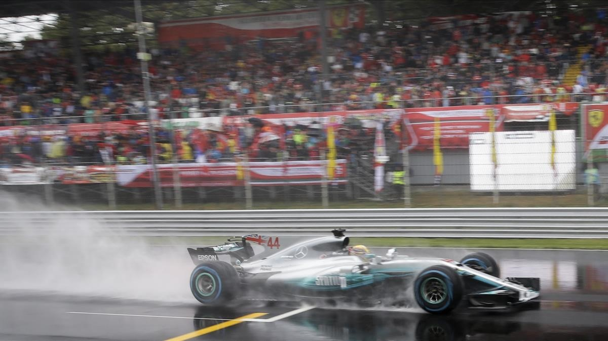 jmexposito39918285 mercedes driver lewis hamilton of britain steers his car dur170902192818