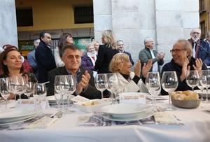 Una comida catalano-madrileña une por el diálogo a Carmena, Serrat y Sardà