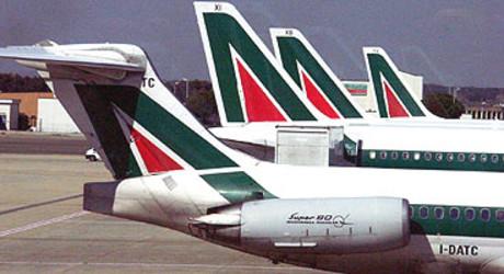 Aviones de Alitalia estacionados en el aeropuerto de Fiumicino, en Roma.