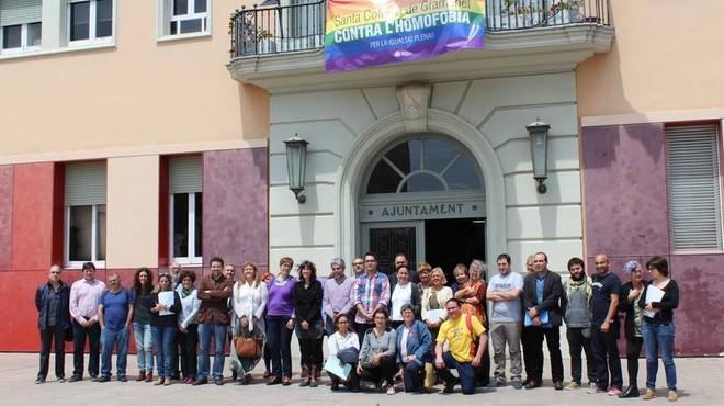 Foto de familia de los miembros que forman parte de la Taula d'Habitatge i la Pobresa Energ�tica de Santa Coloma de Gramenet.