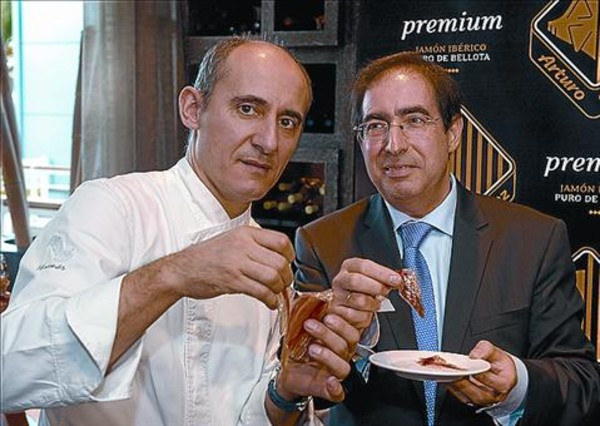 El chef Paco Pérez apadrina el jamón más caro del mundo