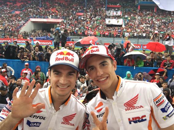 Márquez y Pedrosa recibidos como héroes en Indonesia