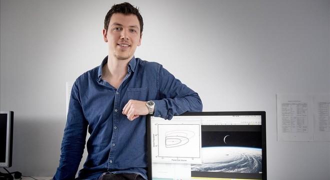 Fergus Simpson, investigador de la UB que ha hecho un estudio sobre la dimensi�n m�s probable de un extraterrestre inteligente.