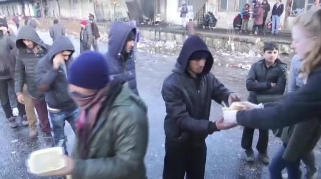 El frío martiriza a los refugiados en Serbia.