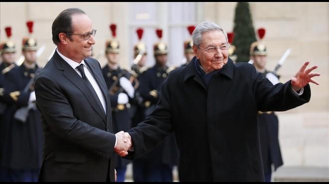 Hollande recibe al presidente de Cuba, Ra�l Castro, en el El�seo.
