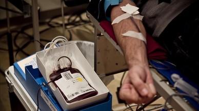 Una persona donasangre para el Banc de Sang de Catalunya.