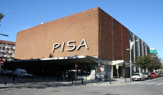 Salvem el Pisa entrega 5.500 firmas al Ayuntamiento de Cornell� para frenar la demolici�n del hist�rico cine