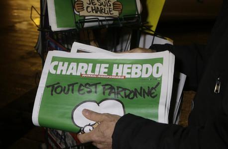 Imatge de l'exemplar de 'Charlie Hebdo' venut el 14 de gener després de l'atac a la seva seu a París.