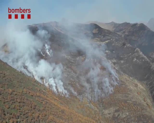 Un incendi forestal a la Guingueta d'Àneu afecta més de 210 hectàrees de pastures