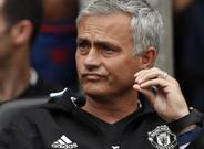 Mourinho, durante el encuentro entre el United y el Wigan.