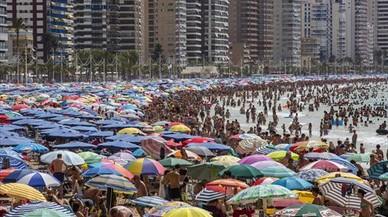 """El BBVA advierte del posible """"agotamiento estructural"""" de la oferta turística en España"""
