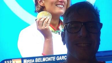 Ricardo Gonz�lez celebrando el oro de Mireia Belmonte desde Caracas.