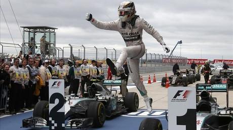 Hamilton celebra el triunfo en Austin.