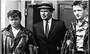 Robert Blake y Scott Wilson encarnan a Perry Smith y Dick Hickock, los asesinos de la familia Clutter, en la versión cinematográfica de 'A sangre fría' que rodó Richard Brooks en 1967.