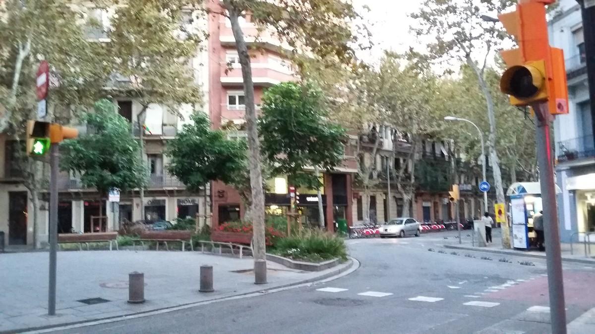 Semáforos mal programados (y peligrosos) en Poblenou