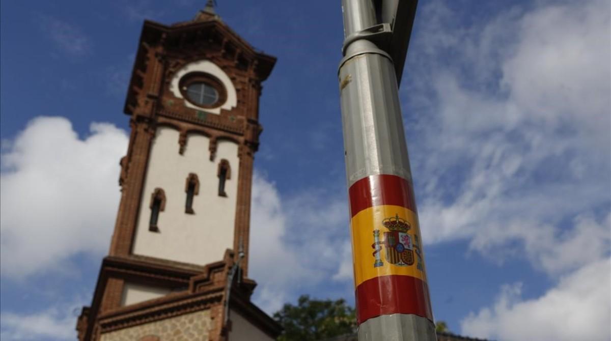 Municipios catalanes amanecen llenos de banderas españolas