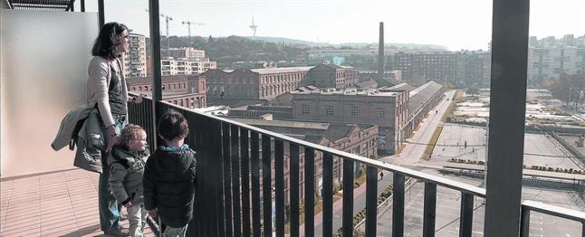 Vistas a Can Batlló desde una promoción de viviendas pública.