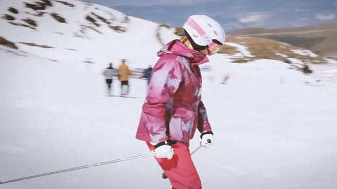 Mireia Belmonte cambia por un día la piscina por el esquí