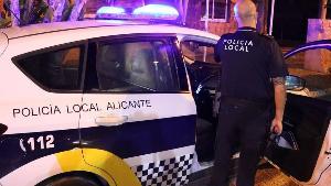 Botellones, fiestas privadas y un presunto delito de violencia de género centran el operativo nocturno de la Policía Local en Alicante