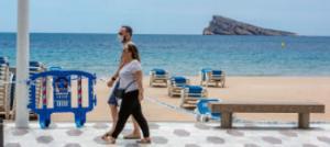 Turisme recomienda situar las hamacas en las playas a 4 metros y controlar el aforo